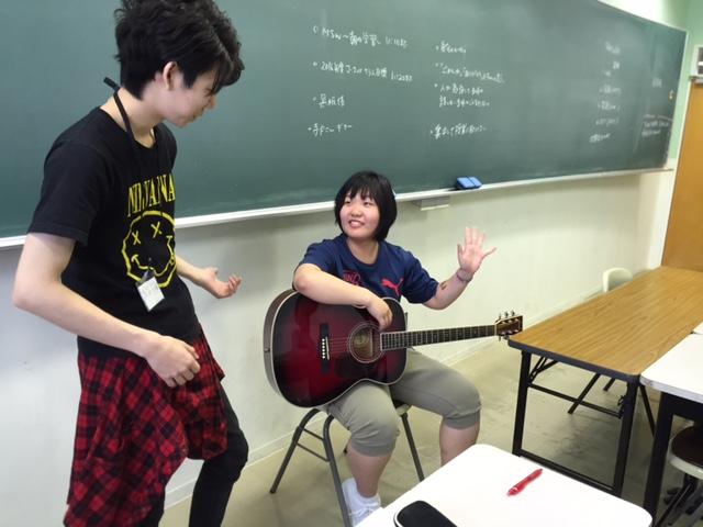 初めて触るギター